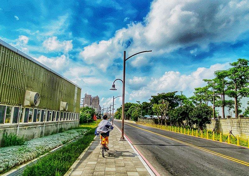 桃園一日遊:桃林鐵路路廊道騎乘單車、Ubike欣賞蓄光石藍眼淚步道、直奔台茂遊戲場